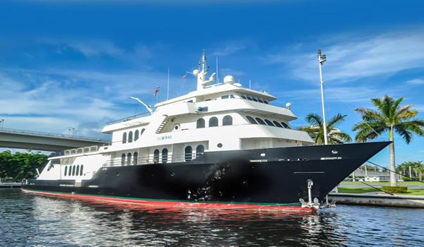 Expedition-Yacht