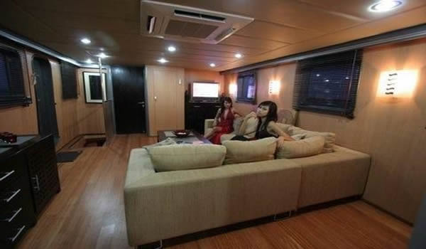 Lurrsen Polaris sightseeing boat australia