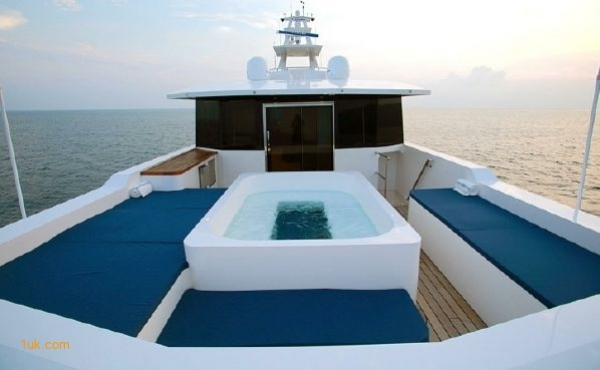 Cklass Nautique jacuzzi and seating area on the top deck