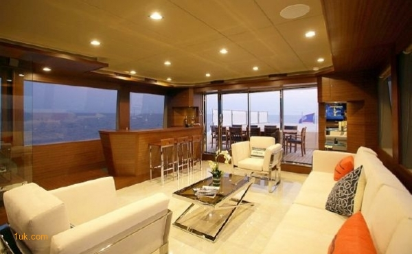 Large chill out room on Cklass Nautique