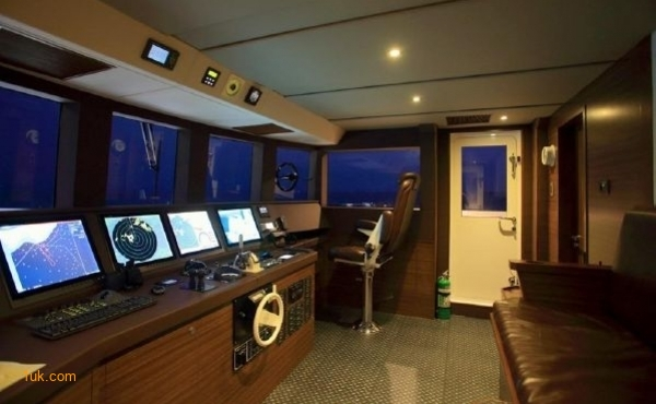 The cockpit on Cklass Nautique yacht