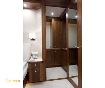 Prestige Yacht Firefly - Master dressing room