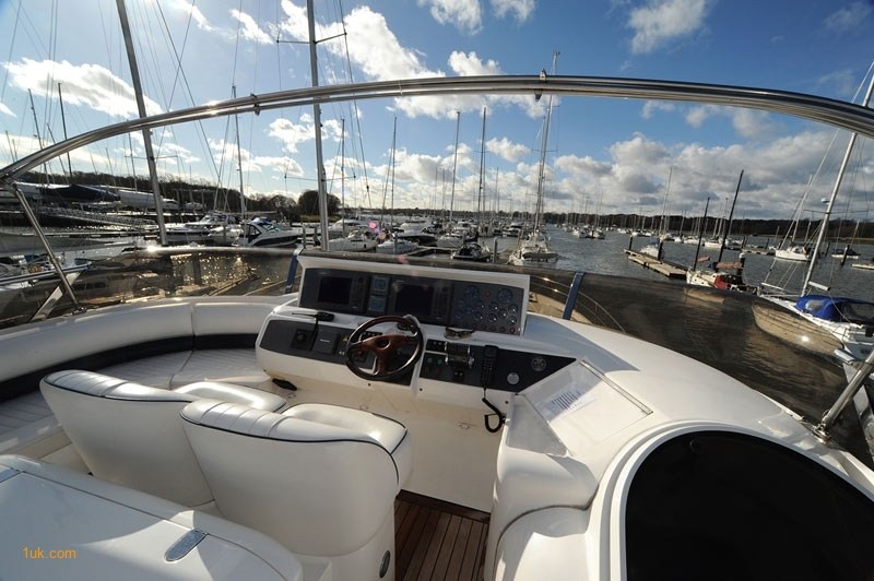 Book a yacht charter on the hamble