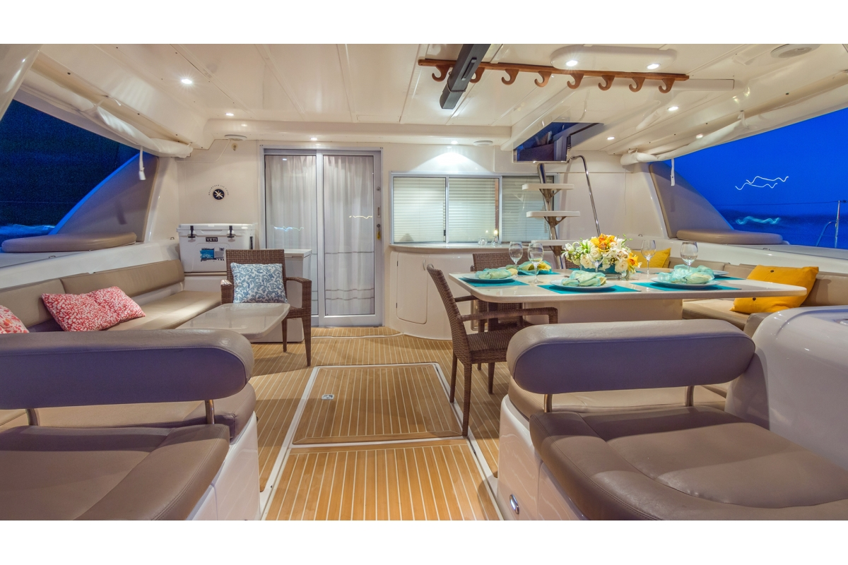 Aft Deck has lots of Lounge Space(1)