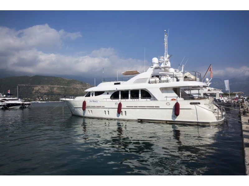 Motor Yacht Available for Viewing
