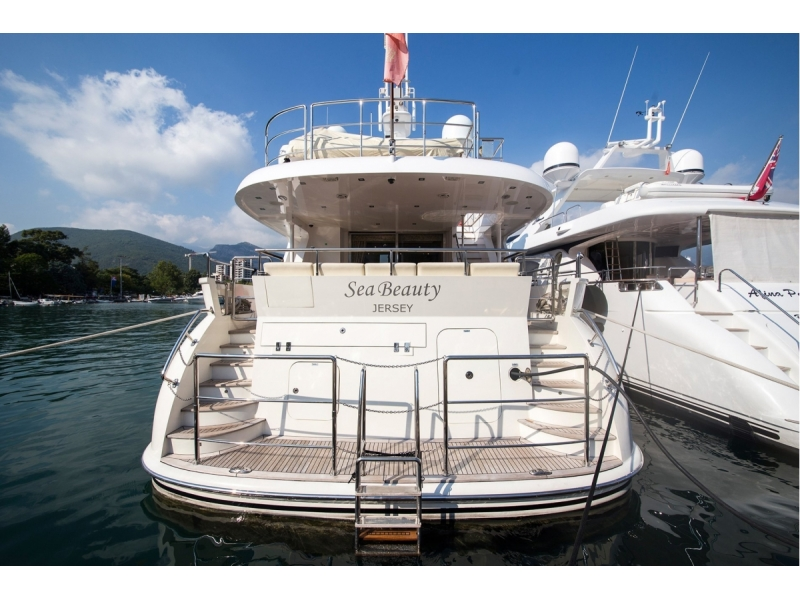Motor Yacht in Marina for sale