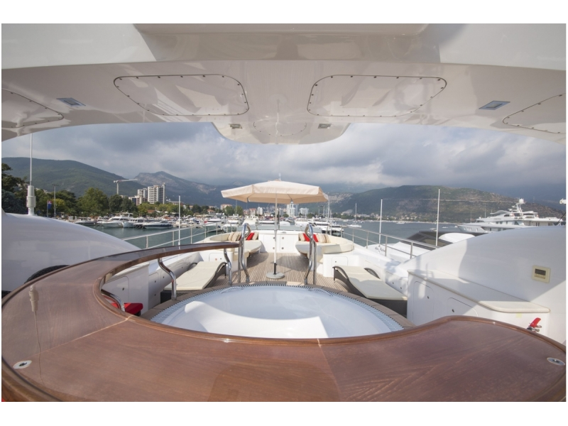 Motor Yacht with jacuzzi