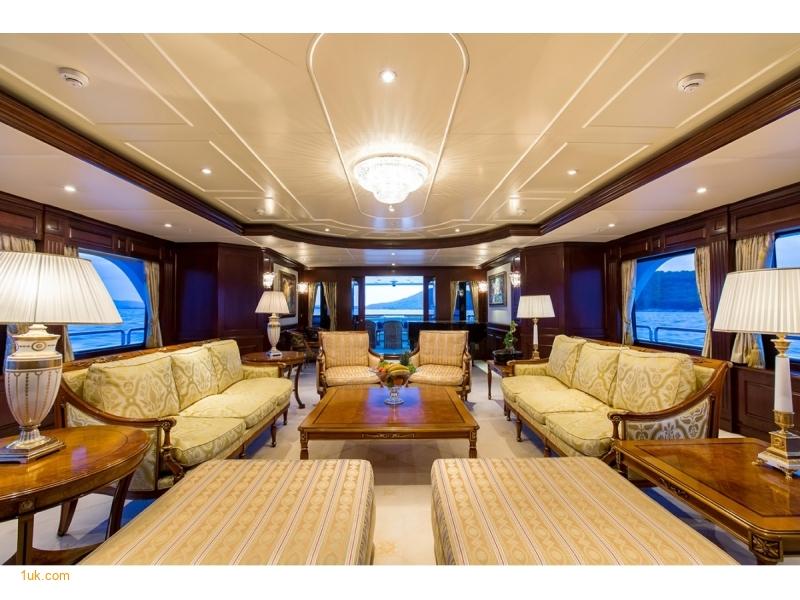 M/Y Mustique Superyacht has 12 guests and 12 crew