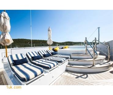 M/Y Mustique Superyacht sun loungers