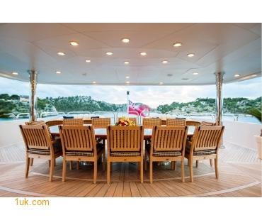 M/Y Mustique Superyacht mezzanine