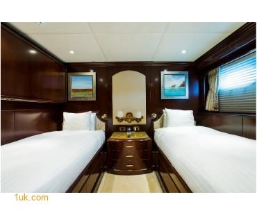 M/Y Mustique Superyacht bedroom