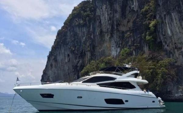 Sunseeker Manhattan 83 Luxury yacht REDUCED