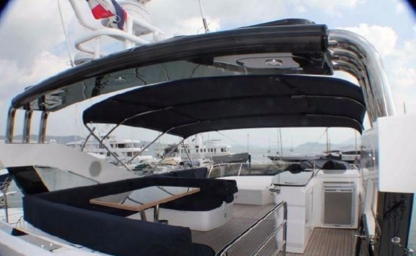 Sunseeker Manhattan 73 yacht fly deck