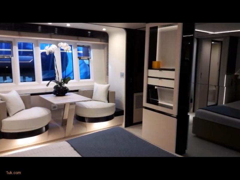 Azimut 80 Luxury Motor Yacht for sale Portugal. Cockpit and main Salon.