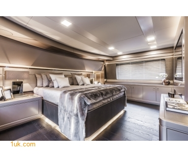 Yvonne - Motor Yacht Charter suite