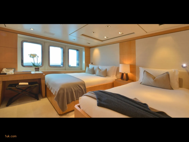 Third cabin with two double beds