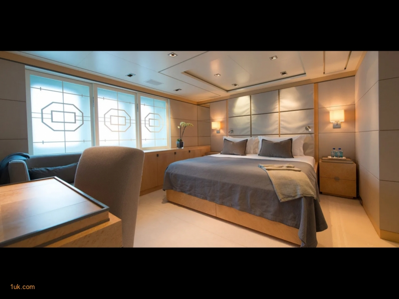 Double bed with desk space on the 68m Triple Seven