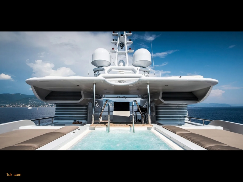 Jacuzzi pool on the sundeck area of the yacht