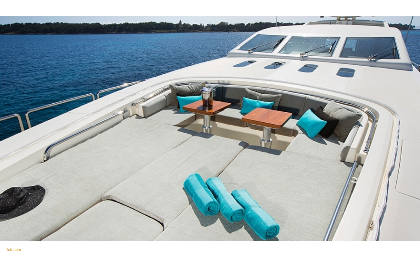 Chic and modern sunbathing area
