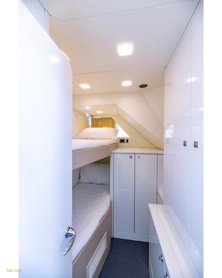 Twin room cabin for younger guests on Full Circle 88'