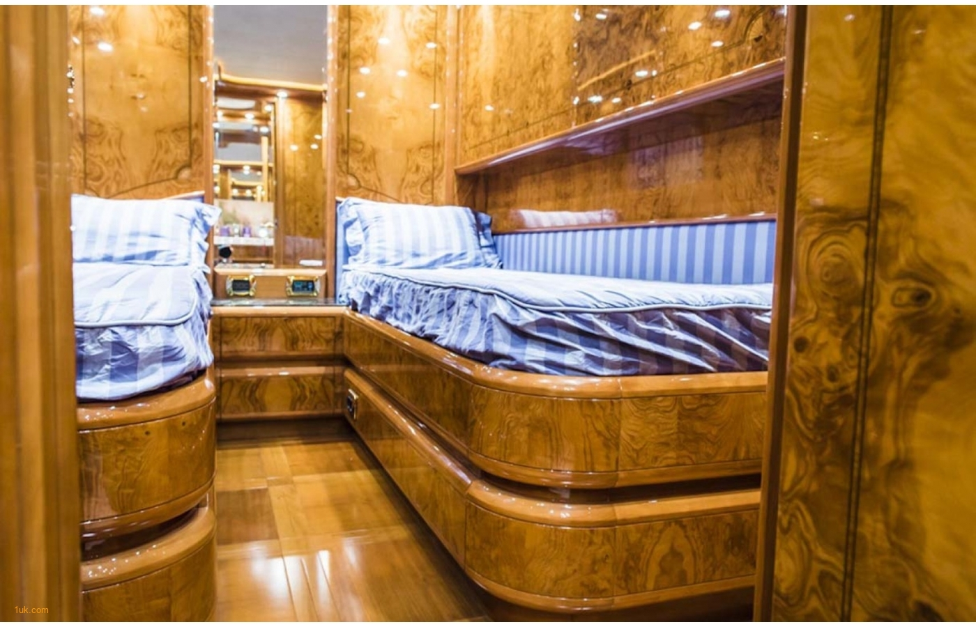 Spacious twin cabin on the Astondoa GLX 82 cruiser