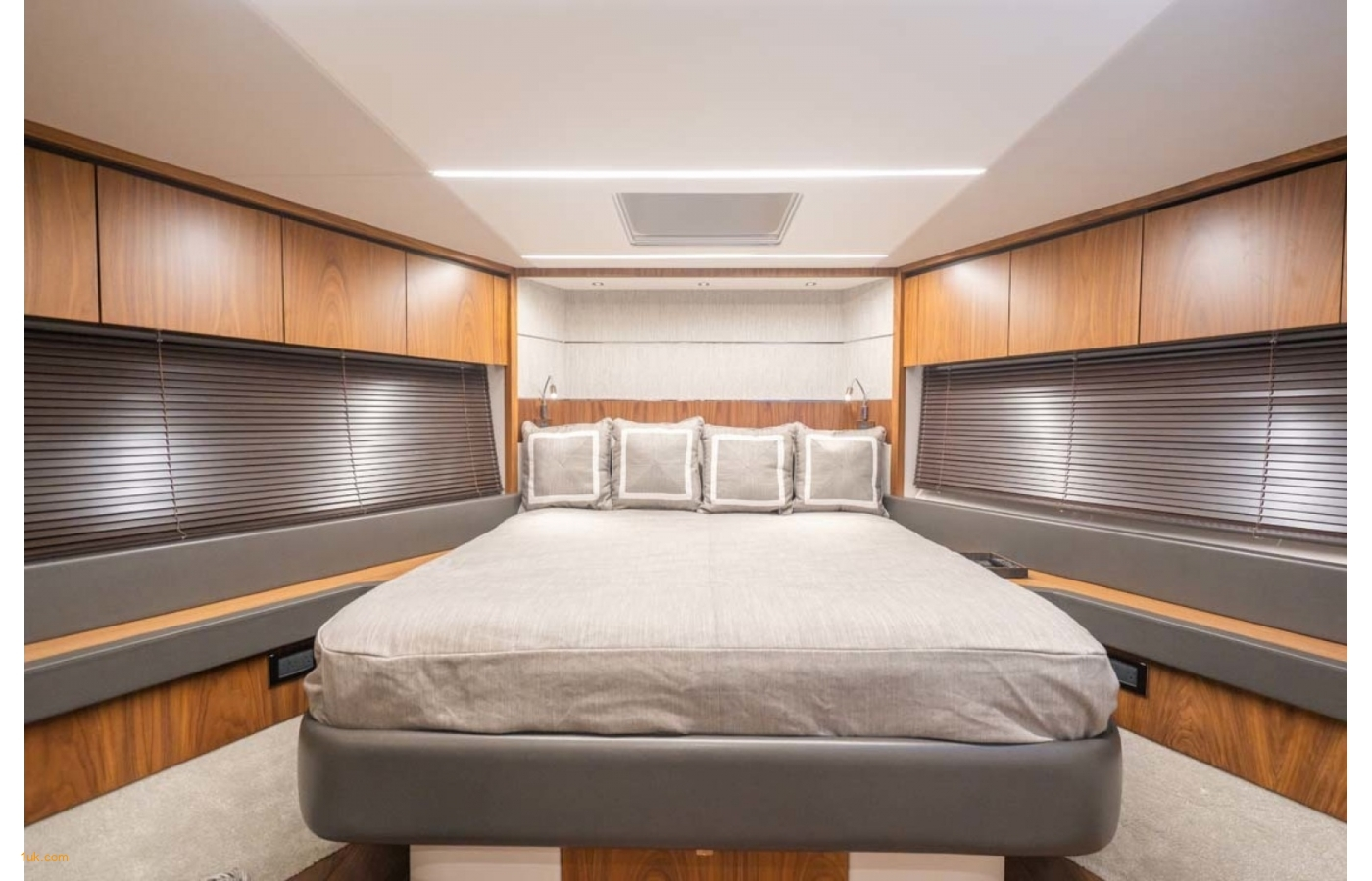 Master cabin bedroom suite Predator 74 Motor yacht