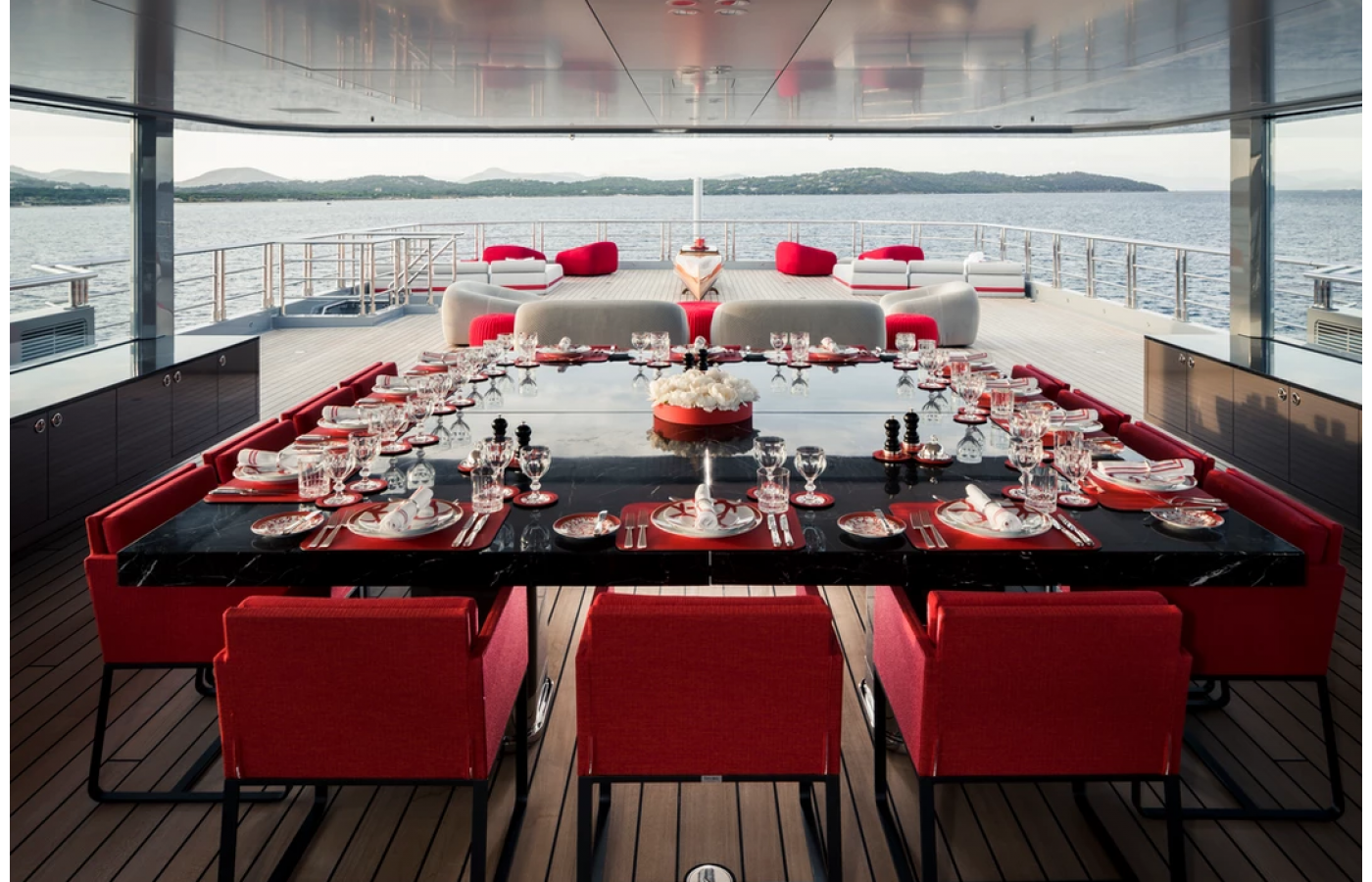 superyacht-bold-maldives