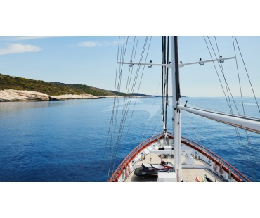 The bow of Corsario giving perfect views