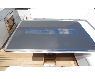 Table that can be lowered electronically