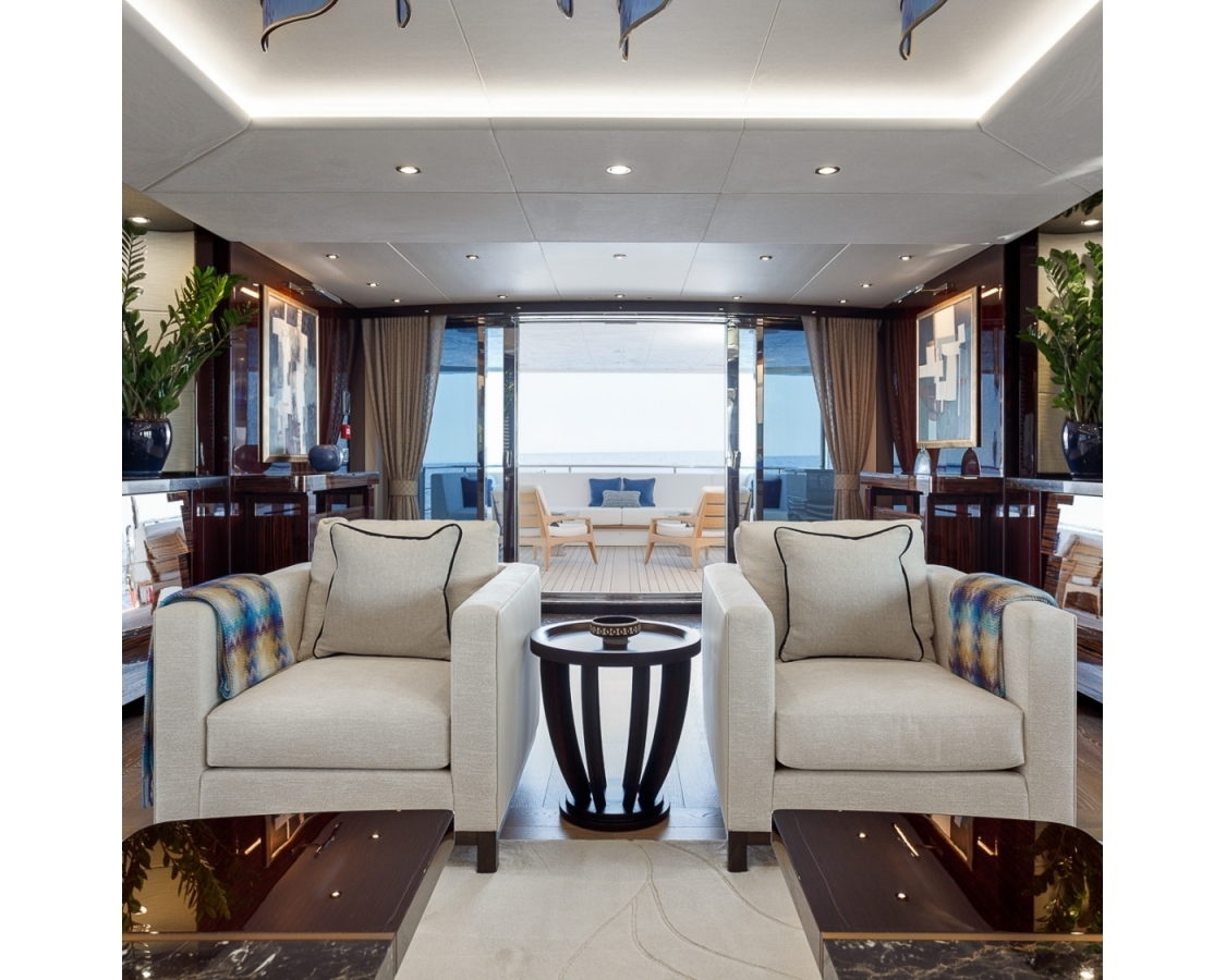 Two luxurious chairs and table