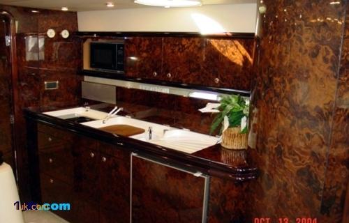 Luxury bathroom in the 51 Sunseeker Camargue