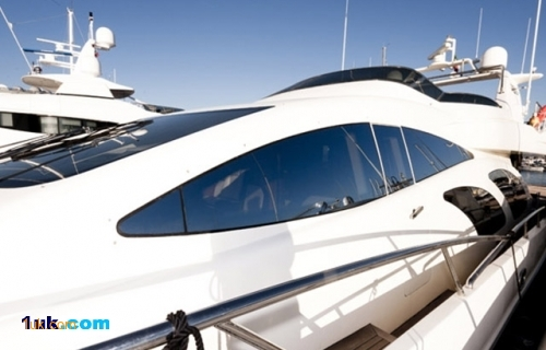 98 Azimut Crystal Luxury Yacht 2006