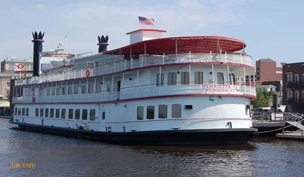 Henrietta III dinner boat New York New York
