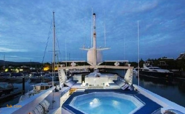Superyachts for Sale: Broward at 1