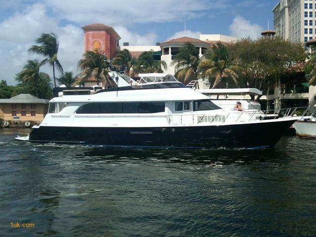 75' Hatteras CPMY Flybridge 2000 Motor Yacht
