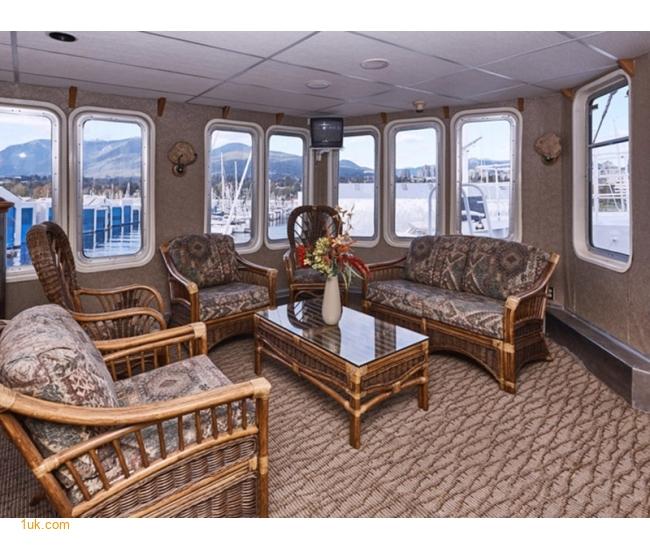presetige yacht lounge area
