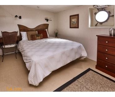 luxury yachts bedroom
