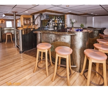 bar on boat